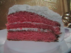 עוגת קרם קטיפה אדומה עם גבינת מסקרפונה ושמנת