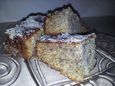 עוגת סולת ופרג בציפוי קוקוס
