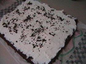 רולדת שוקולד אגוזים במילוי קצפת ובציפוי שוקולד מלווה בתמונות שלב אחר שלב- מאסטר מתכונים