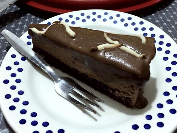 עוגת מוס מקופלת תחתית שוקולד וגנאש מריר