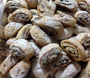 עוגיות מבצק פריך במלית תמרים