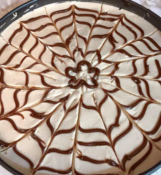 עוגת שכבות ריבת חלב ותחתית שוקולד