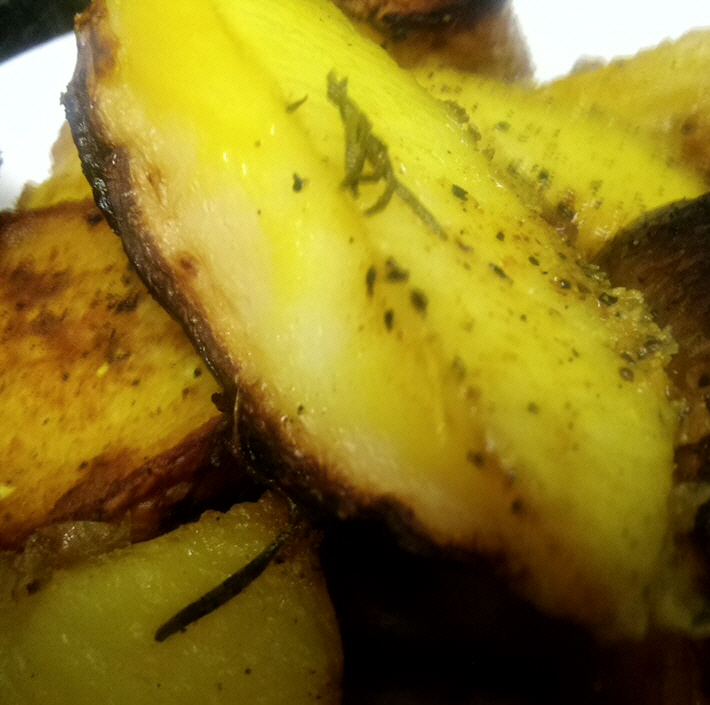 תפוחי אדמה ברוזמרין בתנור ...מעדן