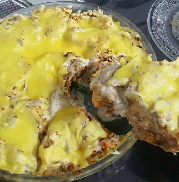 קרפ במילוי בטטה ובצל עם רוטב שמנת מוקרם עם גבינה ורוטב שמנת