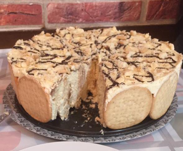 עוגת ביסקיויטים עגולה מביסקיויטים עגולים וקרם פודינג פתי בר