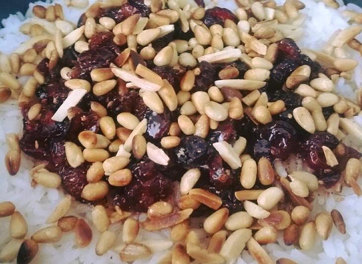 אורז עם ריבת חמוציות שקדים וצנוברים
