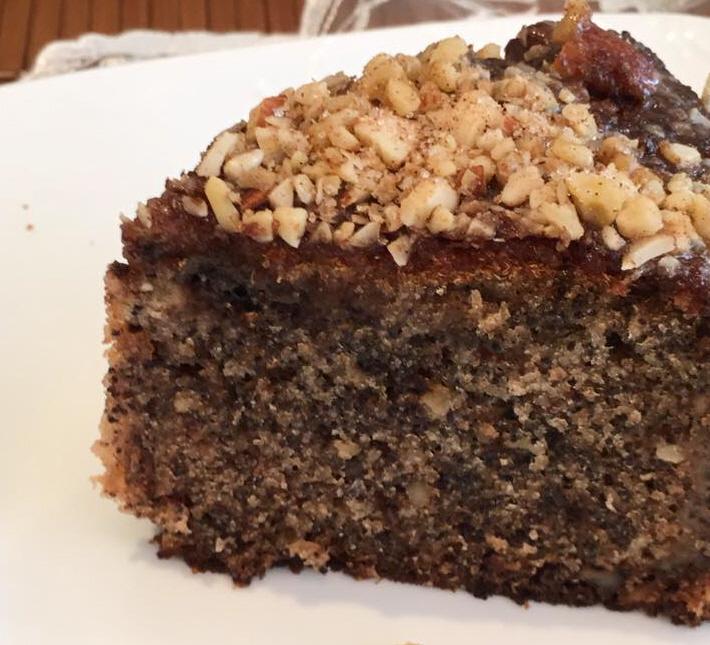 עוגת פרג בחושה עם גנאש שוקולד לבן בפנים