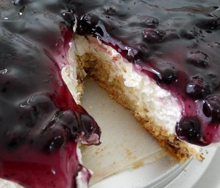 עוגת גבינה פירורים או אוכמניות