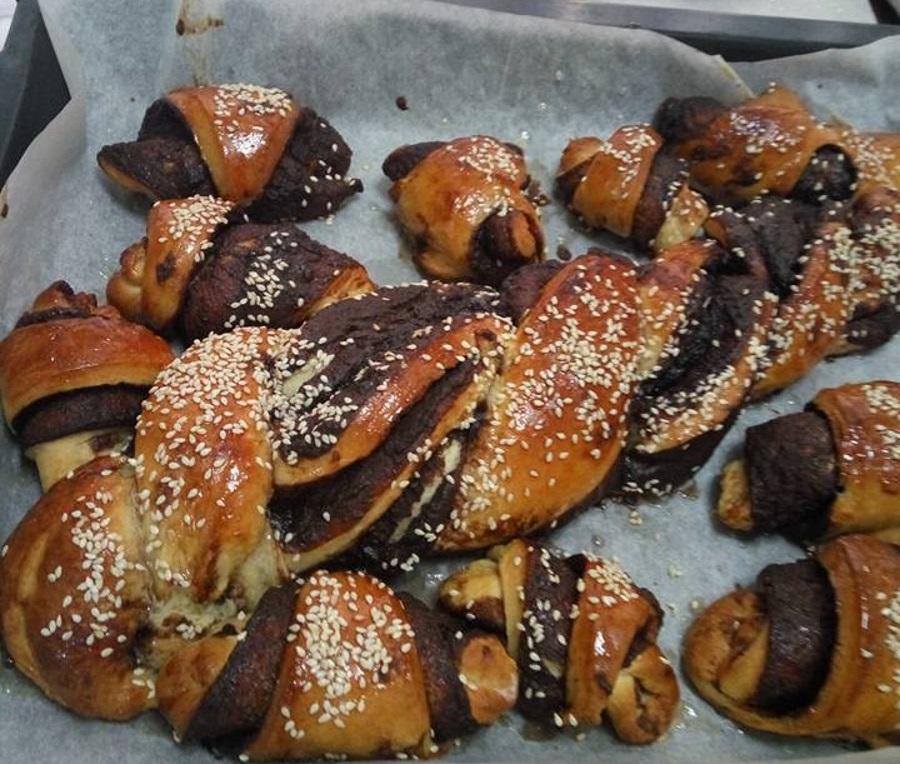 מבשלים ואופים עם מאסטר מתכונים   ---    מתכון עוגות שמרים / לחמניות עם שוקולד