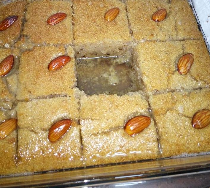 עוגת סולת עם אגוזים