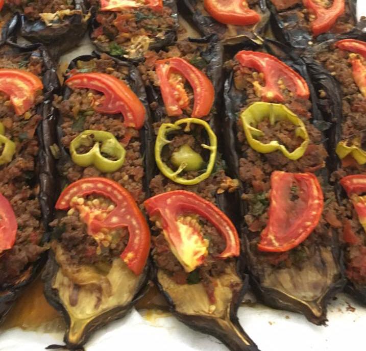 חצילים עם בשר טחון -  מבשלים ואופים עם מאסטר מתכונים
