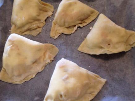 עוגיות כריות גיאורגיות במילוי קצף חלבונים בטעם וניל וקוקטייל פירות