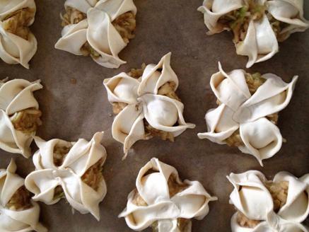 עוגיות פרחים במילוי תפוחים, סוכר וקינמון