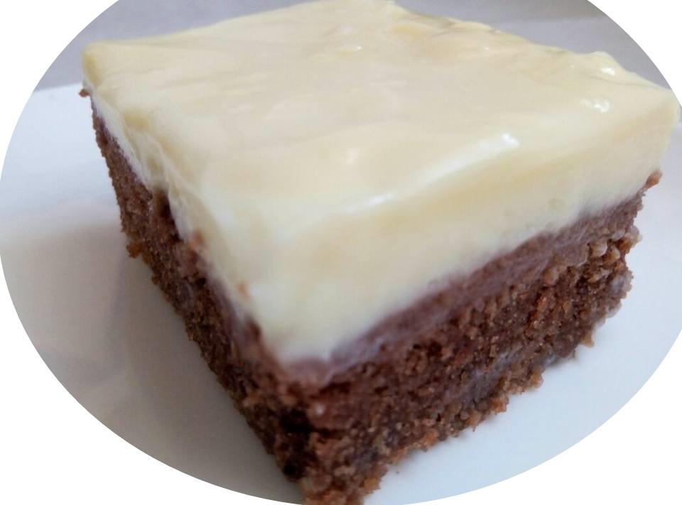 עוגת שוקולד במיקרוגל עם גנז' שוקולד לבן