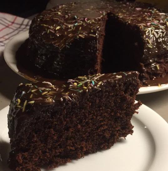 עוגת שוקולד מלאה שוקולד במיקרוגל