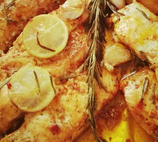 דג סלמון בתנור על מצע פירה בטטות