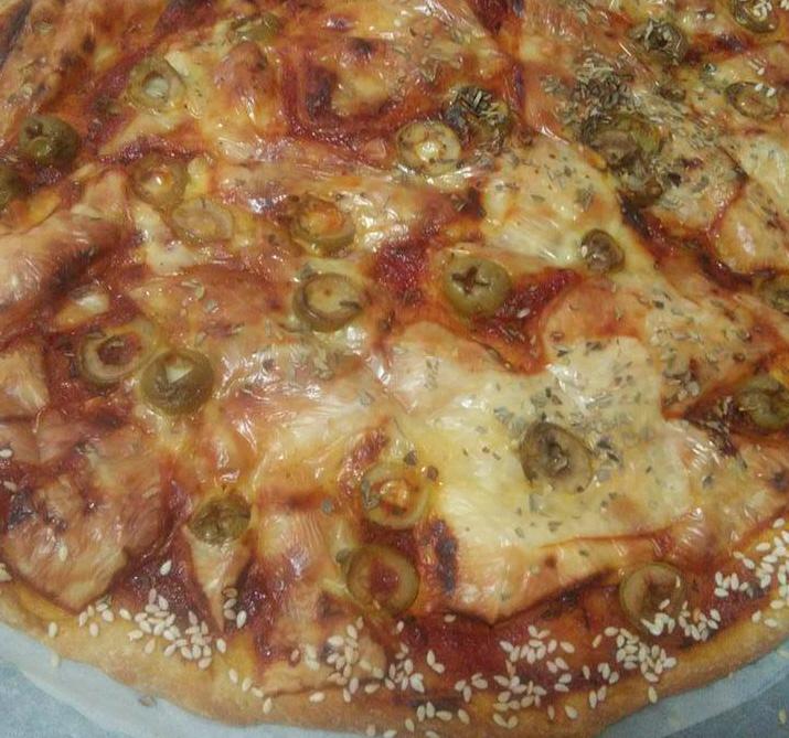 פיצה ביתית טעימה ועסיסית