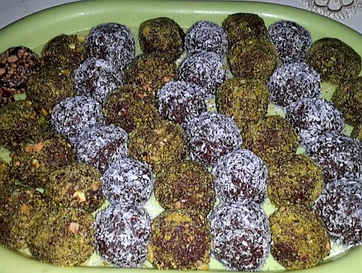 כדורי שוקולד עים טחינה ואגוזים
