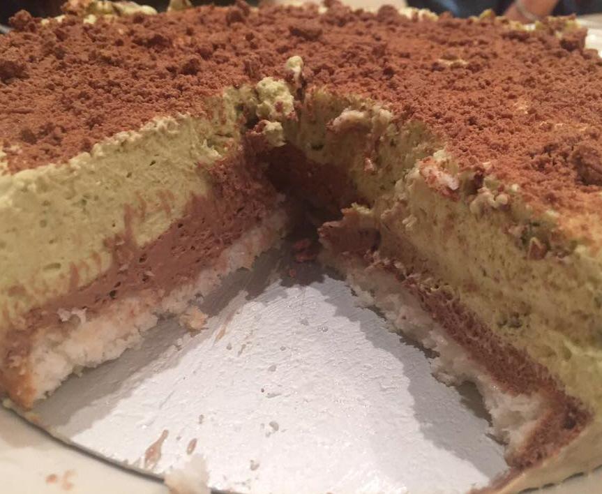 עוגת קוקוס ומוס פיסטוק