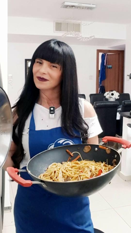 מוקפץ ספגטי עם חזה עוף ופטריות