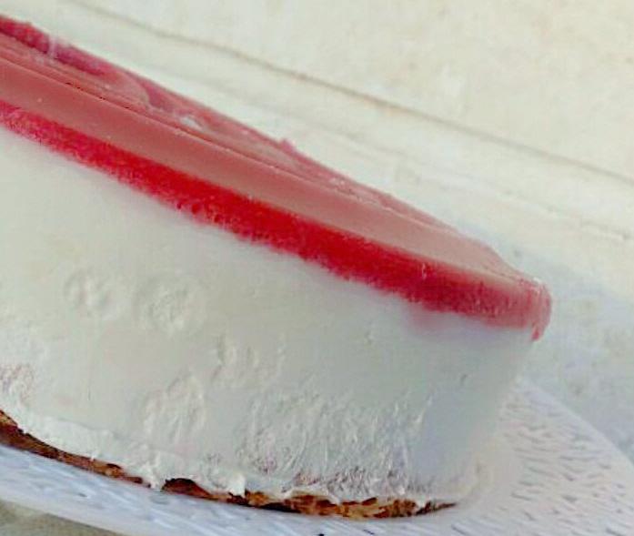 עוגת גבינה ללא אפייה עם קומפוט תותים ושערות קדאיף - דוד מרציאנו