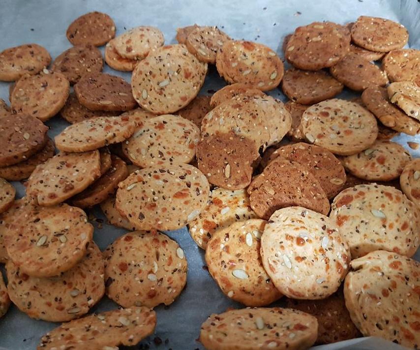 עוגיות מלוחות מוצרלה וגרעינים - חן ורמי פלד בוקשפן?