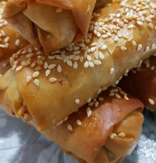 בצק פילו במילוי פירה עם בצל ובשר טחון