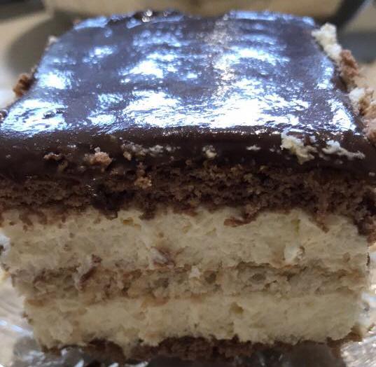 עוגת ביסקיויטים שוקולד וקרם וניל עם גנאש