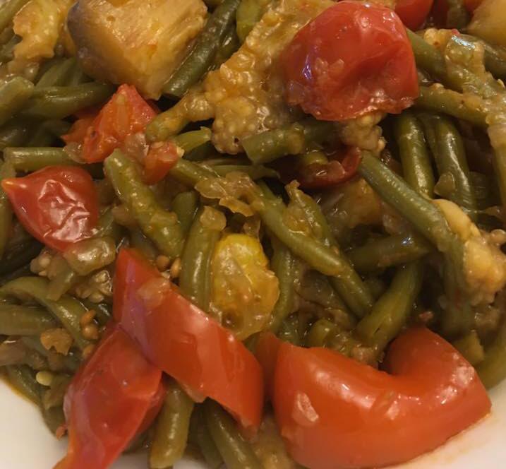 שעועית ירוקה חציל עגבניות שרי חריף