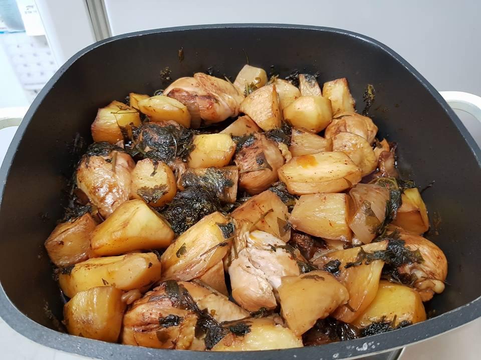 תבשיל עוף ירק עם תפוחי אדמה מטוגנים