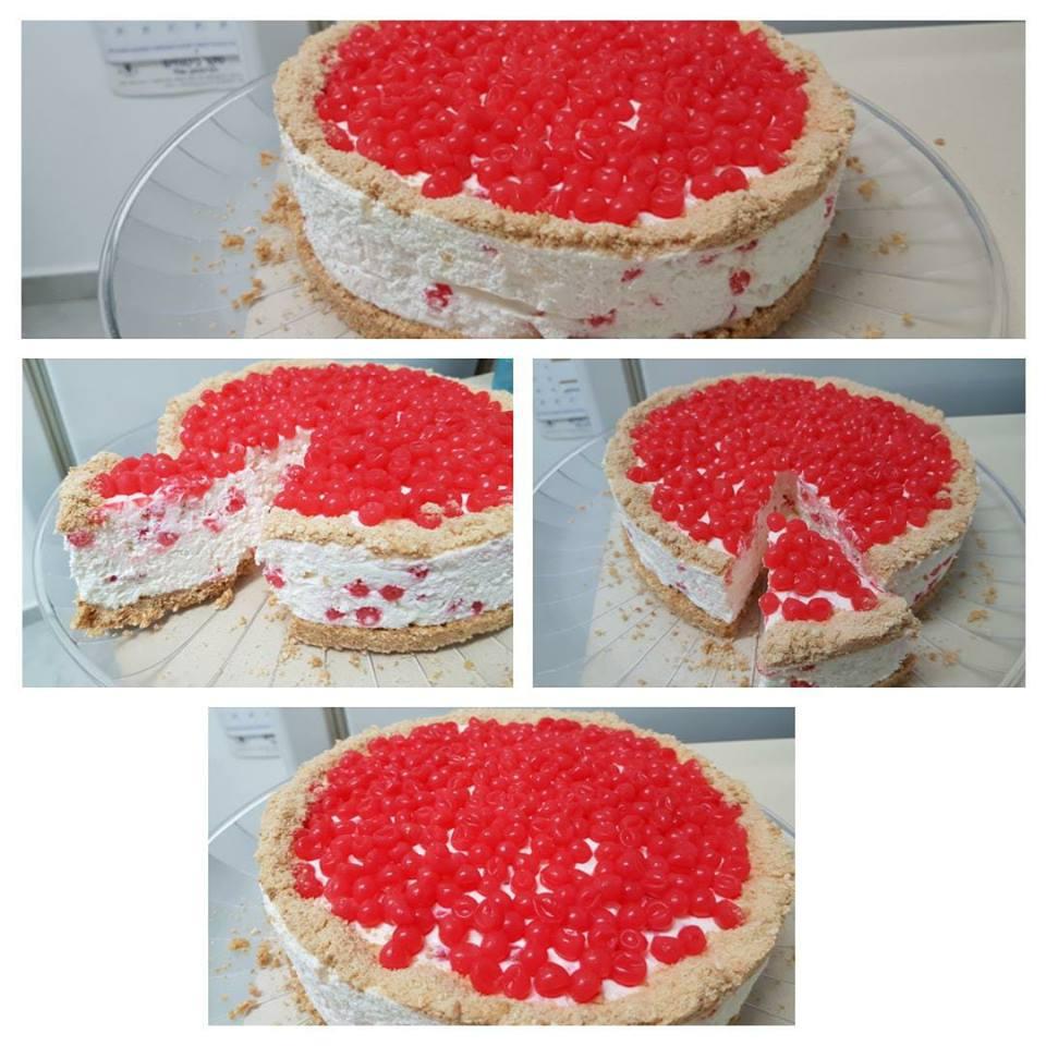 עוגת גבינה קרה עם כדורי ג'ל