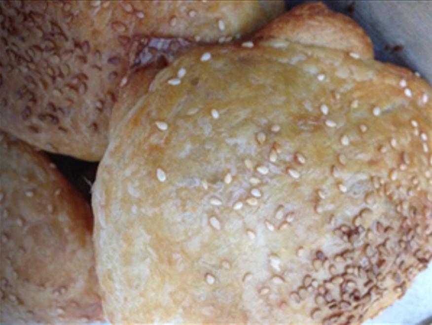 ריפאלריף- מאפה שמרים עלים במילוי גבינת חמד