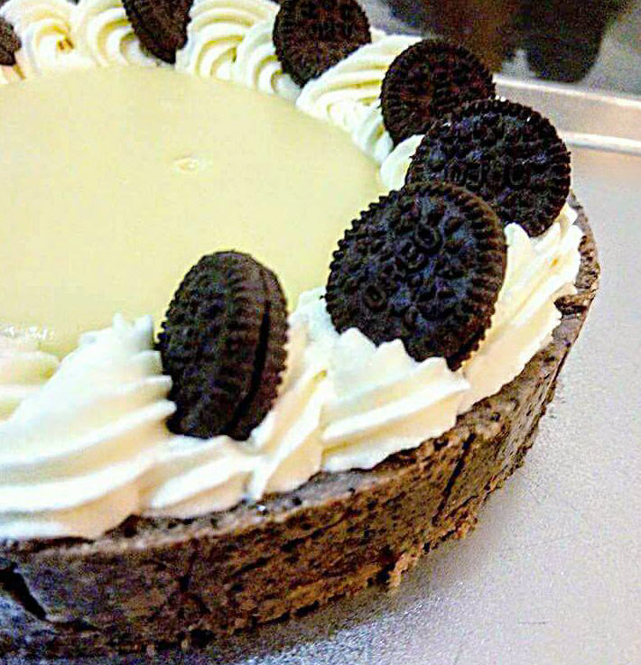 טארט בצק פריך אוראו במילוי גנאש שוקולד לבן