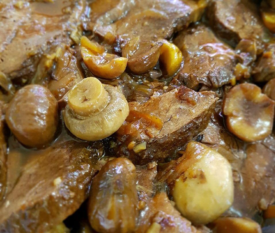 צלי בשר (כתף עגל) בערמונים ופטריות ..... מעדןןןןןן