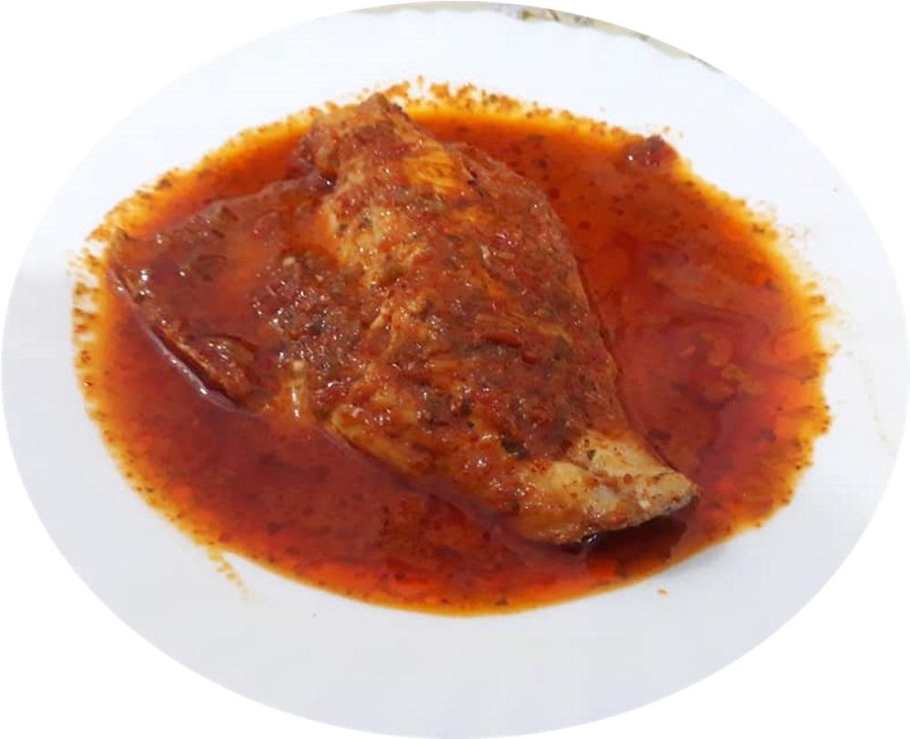 דגים מבושלים עם רוטב