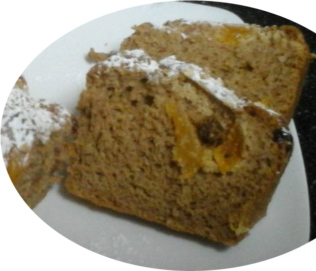 עוגת קינמון ופירות יבשים