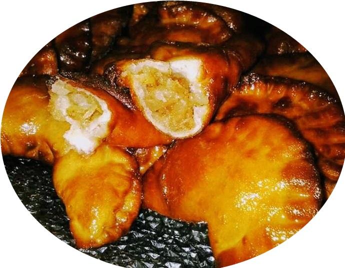 סהרונים במילוי תפוחי עץ קינמון ודבש / ריבת עגבניות שרי