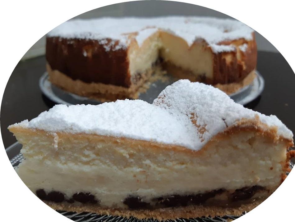 עוגת גבינה על מצע חלווה ושוקולד ציפס בחושה
