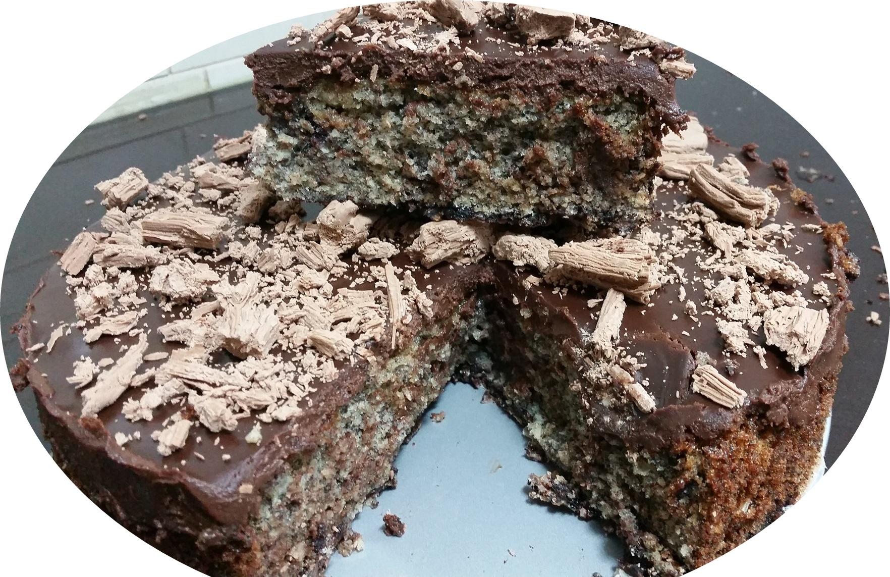 עוגת שוקולד פרג עם גנאש שוקולד ומקופלת