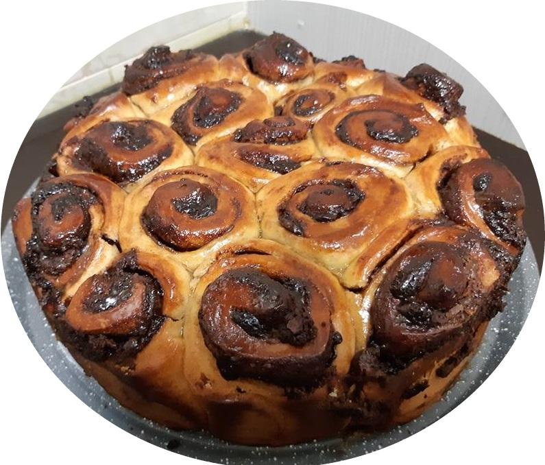 עוגת שושני שמרים במילוי נוטלה וקינמון