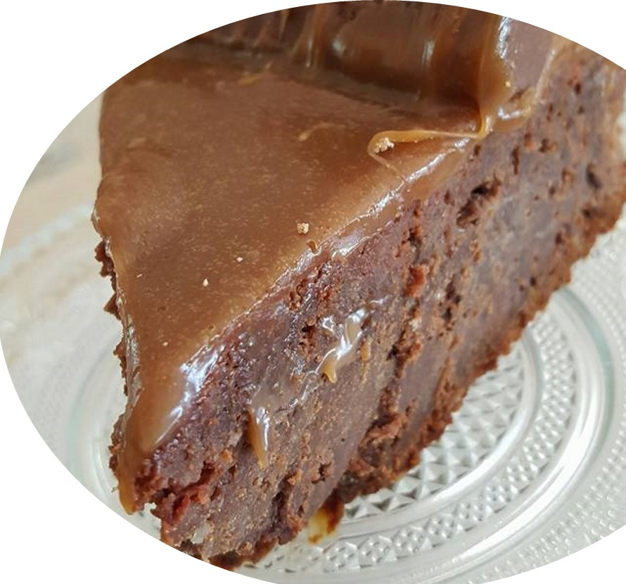 עוגת שוקולד בציפוי קרם ממבחר שוקולדים