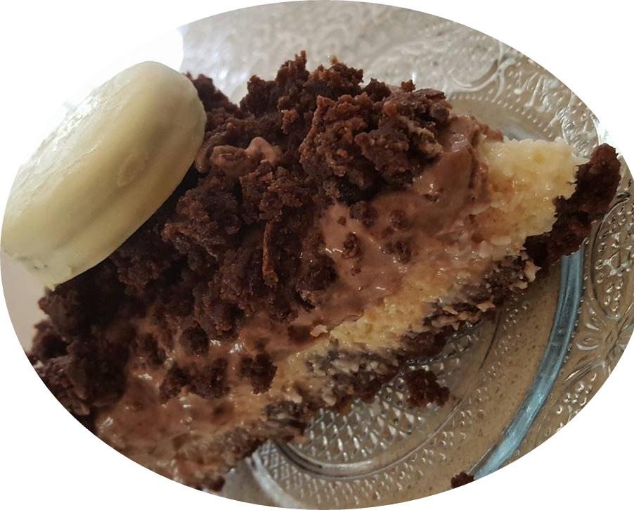 עוגת שכבות שוקולד קרם קוקוס וקרם שמנת