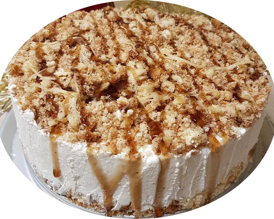 עוגת מוס גבינה חלבה וקינמון עם פירורי פקאן