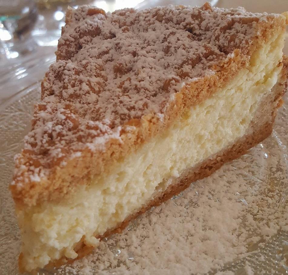 עוגת סוגי גבינות אפויה על בסיס בצק פריך