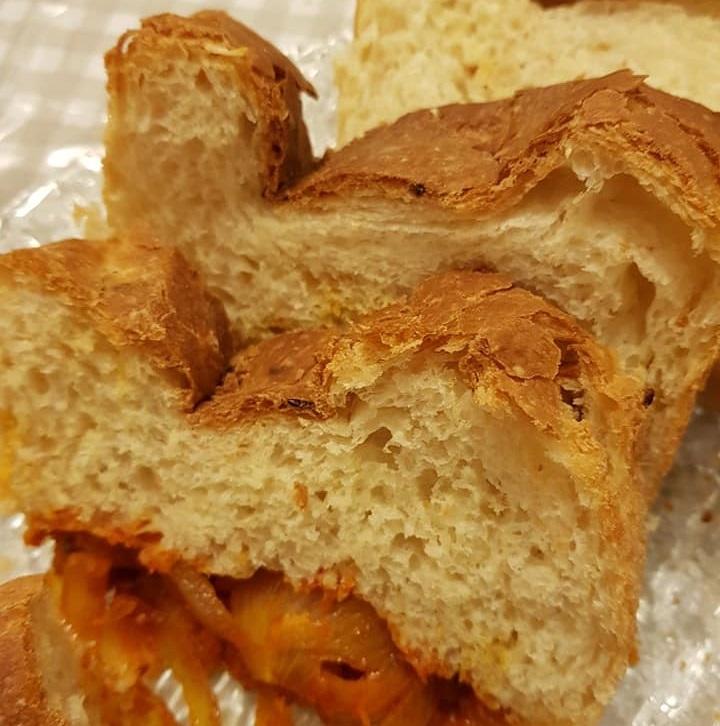 לחם בצל במילוי בצל מקורמל
