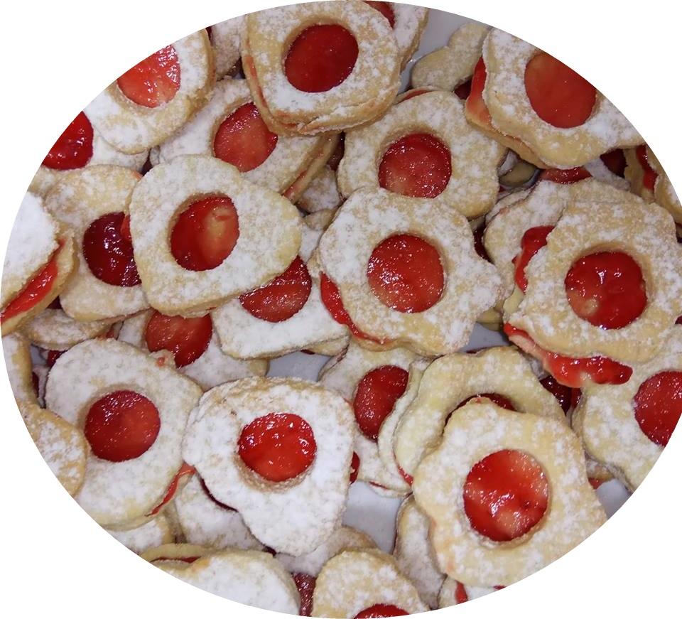 עוגיות סנדביץ נימוחות במילוי ריבה