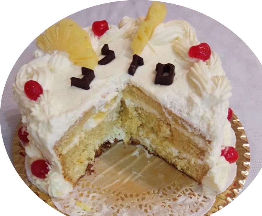 עוגת טורט 3שכבות מצופה בקרם שמנת מתוקה ואננס