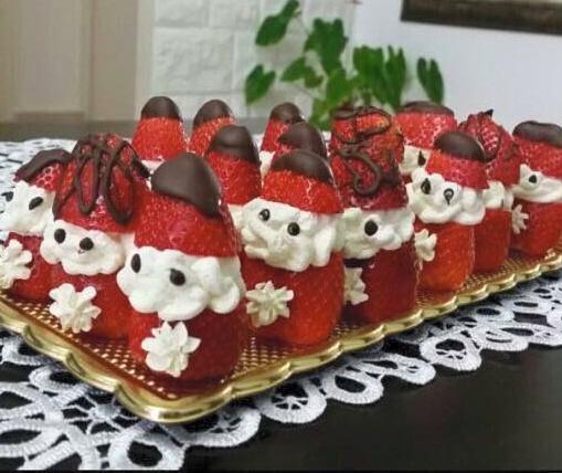 תותים בקצפת ושוקולד