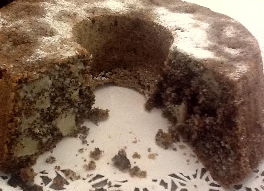 עוגת פרג עם תפוחים קוקוס ואגוזים טעימה ורכה